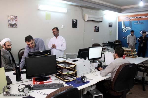 تصاویر بازدید آیت الله احمد مبلغی از سامانه خبری حوزه (4)