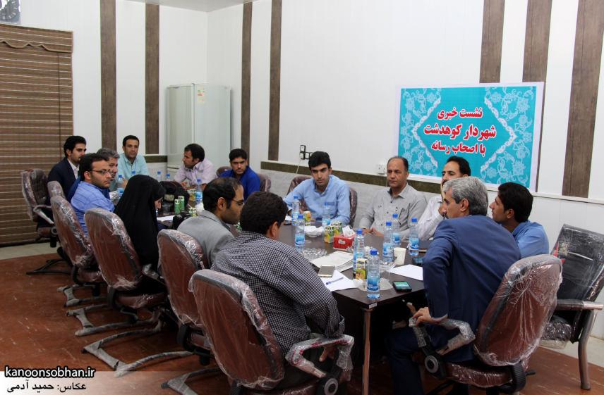 تصاویر نشست خبری شهردار کوهدشت با اصحاب رسانه (8)