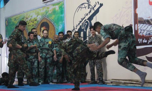 تصاویر نمایش اقتدار گروهان نمونه رزمی گردان امنیتی امام علی (ع)کوهدشت در ۵آذر۹۷