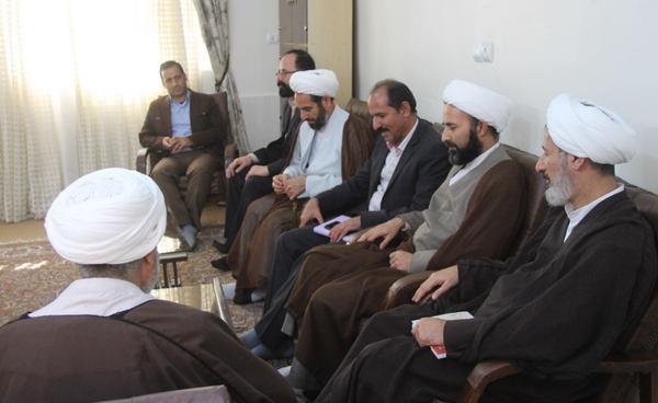 تصاویر نشست تخصصی مقابله با خرافات و موهومات در ساحت دین در کوهدشت/آذر ۹۷